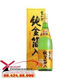 Rượu sake vảy vàng mejiyo với vẻ ngoài bắt mắt